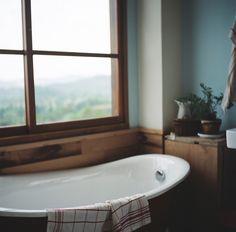 bathroom, roll top, window vintage style.