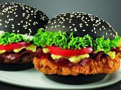 Burger Kings Popular Black Burgers Are Back In Japan For A Limited Period Sandv Sandviç tarifi Dog Recipes, Burger Recipes, Raw Food Recipes, Mini Burger Buns, Black Burger, Burger Menu, Good Food, Yummy Food, Black Food