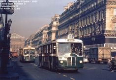Paris - Autobus - 1961-1970 Montmartre Paris, Old Paris, Vintage Paris, Paris Metro, Photography Tricks, Busse, France, Paris Photos, Coaches