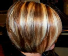 If i ever go back to my angled Bob i love these color! Bold blonds with a golden/copper brown low light. Very texturized / layered bob. Short Hair Cuts For Women, Short Hair Styles, Hair Color Highlights, Chunky Blonde Highlights, Blonde Streaks, Peekaboo Highlights, Copper Highlights, Hair Color And Cut, Great Hair