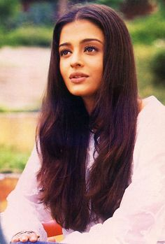 fhawne:angel-cine: Aishwarya Rai on the set of Dhaai Akshar Prem Ke (2000) wow