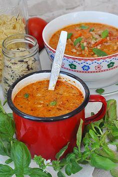 Zupa pomidorowa z mięsem mielonym - Damsko-męskie spojrzenie na kuchnię Cookbook Recipes, Soup Recipes, Cooking Recipes, My Favorite Food, Favorite Recipes, Eastern European Recipes, Vegan Soups, Italian Dishes, Special Recipes