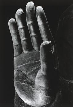 Ken Domon :: 飛鳥寺金堂釈迦如来坐像右手 1965.