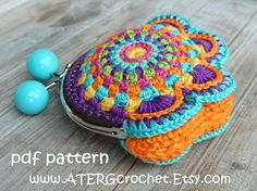 Crochet Purse - Gift Guide For New Moms Crochet World, Crochet Diy, Love Crochet, Bead Crochet, Crochet Crafts, Crochet Hooks, Crochet Projects, Crochet Wallet, Crochet Coin Purse