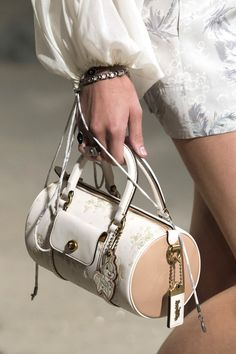 These Spring 2019 Bag Trends Are So Chic 0468ceb84f79a