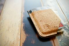 STITCH & LOCKE Minimalist Cork Wallet - you will never look at cork the same way again. Brand Presentation, Minimalist Leather Wallet, Leather Projects, Leather Crafts, Canvas Crafts, Slim Wallet, Leather Accessories, Leather Tooling, Make It Yourself