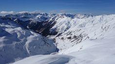Canal Roya desde el Col d'Anéou. Al fondo, Lecherines, Aspe (2645 metros), Llena de la Garganta (2597 metros), Llena del Bozo (2566 metros), Bisaurín (2670 metros) y Acher (2384 metros)
