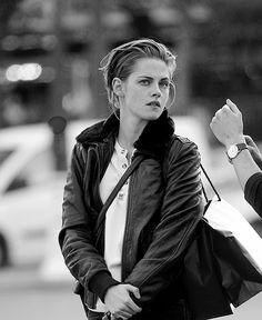"""Kristen Stewart on set of 'Personal Shopper' in Paris, October 28 """
