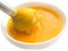 Facial maison à la purée de citrouille.  Excellent contre l'acné et pour un rajeunissement général. Ajoutez à ½ tasse de purée de citrouille, 1 c. à thé de jus de citron (un astringent naturel), quelques gouttes de miel et, si vous désirez un effet exfoliant, un petit peu de sucre blanc. Mélangez et étendez sur votre visage en tapotant. Laissez sécher 15 minutes et rincez. Le reste peut être conservé pendant quelques jours au réfrigérateur.