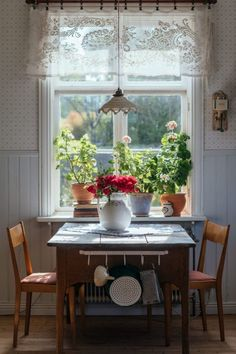 Cottage Living, Cozy Cottage, Cozy House, Cottage Kitchens, Cottage Homes, Country Decor, Farmhouse Decor, Cottage Style Decor, Interior And Exterior