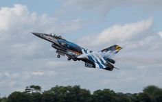 Hellenic Air Force F-16 Demo Team 'Zeus' RIAT 2016 Fighter Aircraft, Fighter Jets, Hellenic Air Force, F 16 Falcon, Aircraft Painting, Jet Plane, Paint Schemes, Team S, New Age