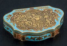 Antique box, 18k gold & enamel.  Dimensions 5.20 cm x 8 cm.