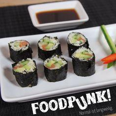 Sushi ist gesund und schmeckt. Diese Variante ist für alle Low Carb, Keto oder Paleo Anhänger! Low Carb Sushi ohne Reis. Probier's!