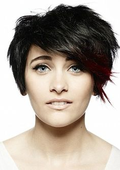 Love Paris Jackson hair cut.  ScreenShot2013-04-17at61418PM.... She reminds me of a very young Courtney Cox.