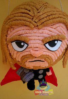 Aprovechando de la nueva película de Avengers a qui les traemos nuestro nuevo diseño de piñata de Thor.