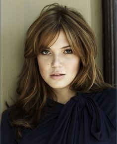 To look beautiful and charming matched some of the modern haircut and created some signature Mandy Moore Hairstyles. Edgy Short Hair, Long Hair With Bangs, Long Layered Hair, New Hair Do, Great Hair, Modern Haircuts, Trendy Hairstyles, Mandy Moore Hair, Platinum Blonde Hair Color