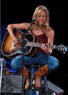 Listen to every Sheryl Crow track @ Iomoio Country Music Stars, Country Music Singers, Female Guitarist, Female Singers, Music Icon, Her Music, Sheryl Crow, Women Of Rock, Guitar Girl