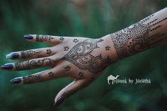 Beautiful Natural Henna / Mehndi on hand and arm . Henna by Jorietha Henna Arm, Cool Henna Designs, Moroccan Henna, Hand Mehndi, Natural Henna, Bridal Henna, Henna Artist, Tattoo Inspiration, Tattoos