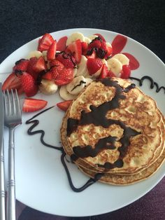 Syn free slimming world pancakes, 35g porridge oats, 2tbsp muller light, 2 eggs, 3tsp sweetener, 1tsp vanilla extract, blend until smooth, fry in frylight, optional choc shot (0.5 syn per tsp) and/or fruit