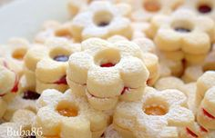 Vanilla biscuits: fine, tender and easy to prepare- Vanilleplätzchen: fein, zart und in der Zubereitung einfach I have already tried many cookie recipes, but this one is TOP! Easy Cookie Recipes, Easy Desserts, Cake Recipes, Dessert Recipes, Vanilla Biscuits, Vanilla Cookies, Dessert Simple, Food Cakes, Christmas Desserts