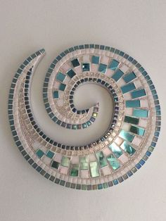 Best 12 Martin Alejo Mangeaud – Table top, stepping stone in a simpler design, coaster, loads of uses for this pattern. Mosaic Artwork, Mirror Mosaic, Mosaic Wall Art, Tile Art, Mosaic Pots, Mosaic Glass, Mosaic Tiles, Glass Art, Stained Glass