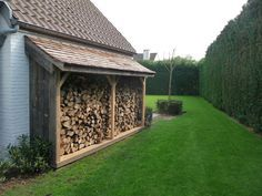 Building A Shed 451063718899041524 - Carports et abris multi fonctions sur mesure / Man At Work Source by barbapolo Outdoor Firewood Rack, Firewood Shed, Firewood Storage, Cool Wood Projects, Outdoor Projects, Garden Office Shed, Fire Pit Landscaping, Wood Store, Small Garden Design