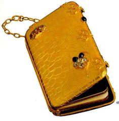 Carnet de Baile  Origem: França, 2ª metade do séc. XIX  Materiais: Ouro, Diamantes, Brilhantes, Safiras, Rubis, Seda, Papel Pertença de D. Maria Pia