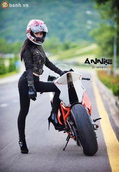 Nu biker xinh dep do dang cung sieu xe mo to bi khai tu vi qua manh - 16