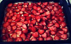 'Lagkagehuset; 'go home'-jordbærkage :) Cook N, Danish Food, Cake Recipes, Sweet Tooth, Deserts, Strawberry, Food And Drink, Sweets, Slik