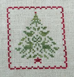 Christmas cross stitch charts Another pretty little Christmas tree. Love the animals.