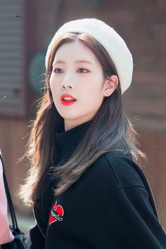 kiss my lips. on - New Site I Love Girls, These Girls, Cool Girl, Kpop Girl Groups, Korean Girl Groups, Kpop Girls, Loona Kim Lip, Kim Jung, Fandom