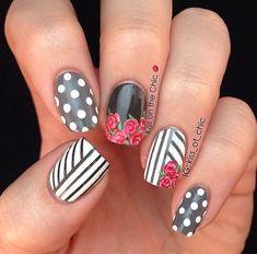 Uñas gris con flores