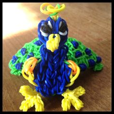 It's definitely not fast and easy to make Loom Band Animals, Rainbow Loom Animals, Rainbow Loom Patterns, Rainbow Loom Creations, Rainbow Loom Charms, Rainbow Loom Bracelets, Crazy Loom, Rubber Band Bracelet, Bean Pot