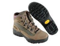 Ebben a fejezetben a túrákon használt túraöltözetekről és felszerelésekről tájékozódhattok. Jótanácsot kaptok, hogy indulás előtt hogyan pakoljatok, mit vigyetek magatokkal egy útra.     Trekking, túr Hiking Boots, Shoes, Fashion, Moda, Zapatos, Shoes Outlet, Fashion Styles, Shoe, Footwear