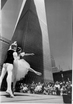 NYC. WTC. Diana Byar and Ralph Braw of the Battery Dance Company performing for a lunchtime crowd on the plaza in June 1982.