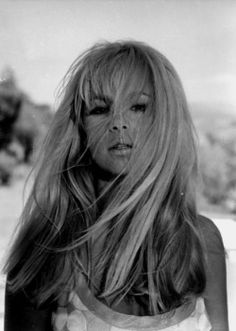 Aliki Vougiouklaki : the brightest star! Lady And The Tramp, Bright Stars, Body Inspiration, Hollywood Glamour, Photo Poses, Beautiful Actresses, Beautiful People, Singer, Long Hair Styles