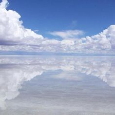 The largest salt flat in the world is named as Salar DE Uyuni and it is situated in Bolivia. This place attracts tourists from all round the globe. Arte Do Harry Potter, Bolivia Travel, Sky And Clouds, Heaven On Earth, Natural Wonders, Wonders Of The World, Places To See, The Good Place, Beautiful Places