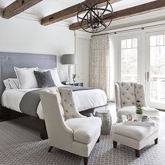 Beams in the bedroom? Yes...yes, please. 😍 Loving every bit of this beautiful bedroom design by Christine Huve. @christinehuve