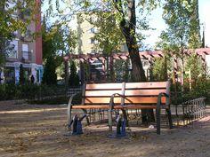 Banco en jardines de Via Carpetana con Valvanera... lo curioso son los pedales a modo bicicleta para hacer un poco ejercicio