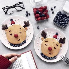 Sunday Pancakes 😚💫 I share the recipe for delicious bl . Christmas Pancakes, Christmas Snacks, Christmas Brunch, Xmas Food, Christmas Breakfast, Christmas Cooking, Baby Food Recipes, Dessert Recipes, Food Art For Kids