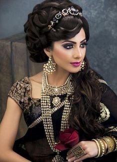 Most Awesome Arabian Wedding Make Up Inspirations - Wedding Inspire Beautiful Indian Brides, Beautiful Bride, Beautiful Women, Indian Bridal Makeup, Bridal Hair, Glamour, Asian Bride, Bride Indian, Bride Makeup