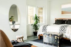 """Design studio Geremia Design completed in 2015 this bachelor apartment located in San Francisco, California. """"This Scandinavian-style apartment in the Mission District of San Francisco is home to… Scandinavian Style, Interior Design Help, San Francisco, Green Bedding, Home Bedroom, Bedrooms, Bedroom Ideas, Master Bedroom, Master Suite"""