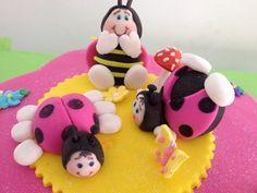 Torta con Motivo de coquitos, torta de 1er añito de Emily...