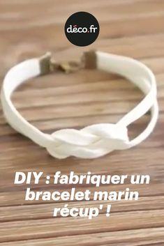 Aujourd'hui, on vous apprend à fabriquer très rapidement un bracelet marin 100% récup'. Tout ce qu'il vous faut, c'est un morceau de dentelle (ou un ruban), un élastique... sans oublier les explications de Solène, la créatrice des jolis bijoux Comptoir de Soli, et de son super tuto en vidéo ! Bracelets, Diy, Counter Top, Sailor, Tape, Gift Ideas, Lace, Birthday, Bricolage