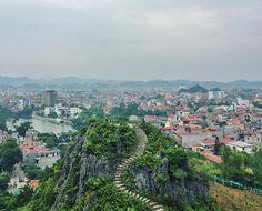 Such a lovely and surprisingly big city. I'm impressed  Contornando a fronteira com a China. Essa é Lạng Sơn já nas montanhas. Cidade grande :) #langson #vietnã #vietnam
