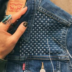 boro. sashiko pattern from make and mend. #upcycle #mending #fashion #boro #embroidery #denim #jeanjacket Sashiko Embroidery, Japanese Embroidery, Embroidery Stitches, Embroidery Patterns, Hand Embroidery, Sewing Patterns, Machine Embroidery, Embroidery On Denim, Embroidery Supplies