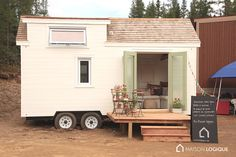 This tiny house on wheels, called Capia, hails from the region of Kamouraska, Quebec. It& been built by the Canadian tiny house company Ma Maison Logique, Tiny House Company, Tiny House Plans, Tiny House On Wheels, Camping Glamour, Glamping, Tiny House Exterior, Tiny House Nation, Little Houses, Tiny Houses