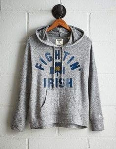 Keep cozy in Hoodies & Sweatshirts for Women at American Eagle. Choose oversized hoodies, cropped sweatshirts, and more, all designed in super soft fabrics like Sherpa and fleece. Clothes For Sale, Clothes For Women, Autumn Fashion Casual, Snow Fashion, Mens Outfitters, Viera, Vintage Style Outfits, Hoodies, Sweatshirts