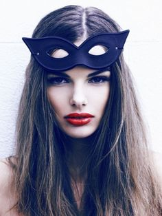 I like this simple cat eye mask