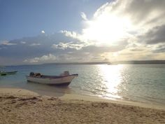 Isla San Andres, Colombia. Beautiful Beach Sunset, Beautiful Beaches, Beach Sunsets, Santa Marta, America, Mountains, Heart, Water, Travel